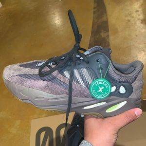 ADIDAS YEEZY BOOST 700 MUAVE SIZE 9.5 MENS